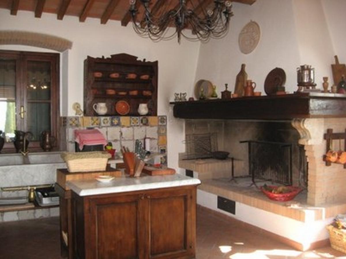 Casale rustico di 12 vani in vendita a santa luce for Case in stile arti e mestieri
